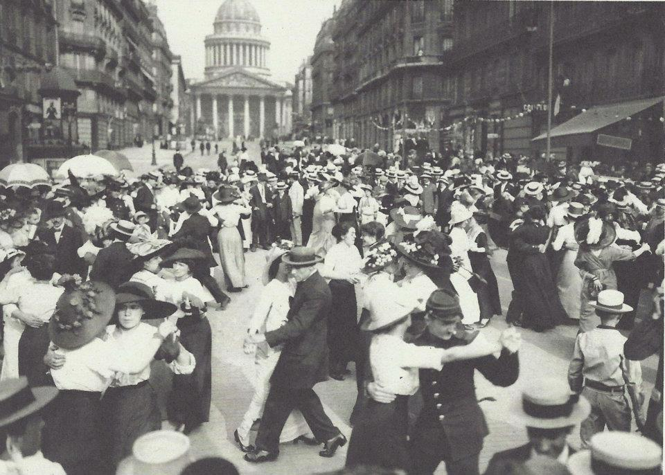 1912 – Outdoor Paris Dance