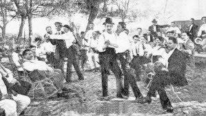 1913 Hombres bailando tango en Rosario.